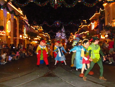 lp lotion once upon a christmas time parade mickeys very merry christmas party 2011 page 6 of 7 - Mickeys Christmas Party Disneyland